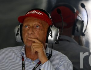 Niki Lauda assiste alle prove libere del GP della Malesia