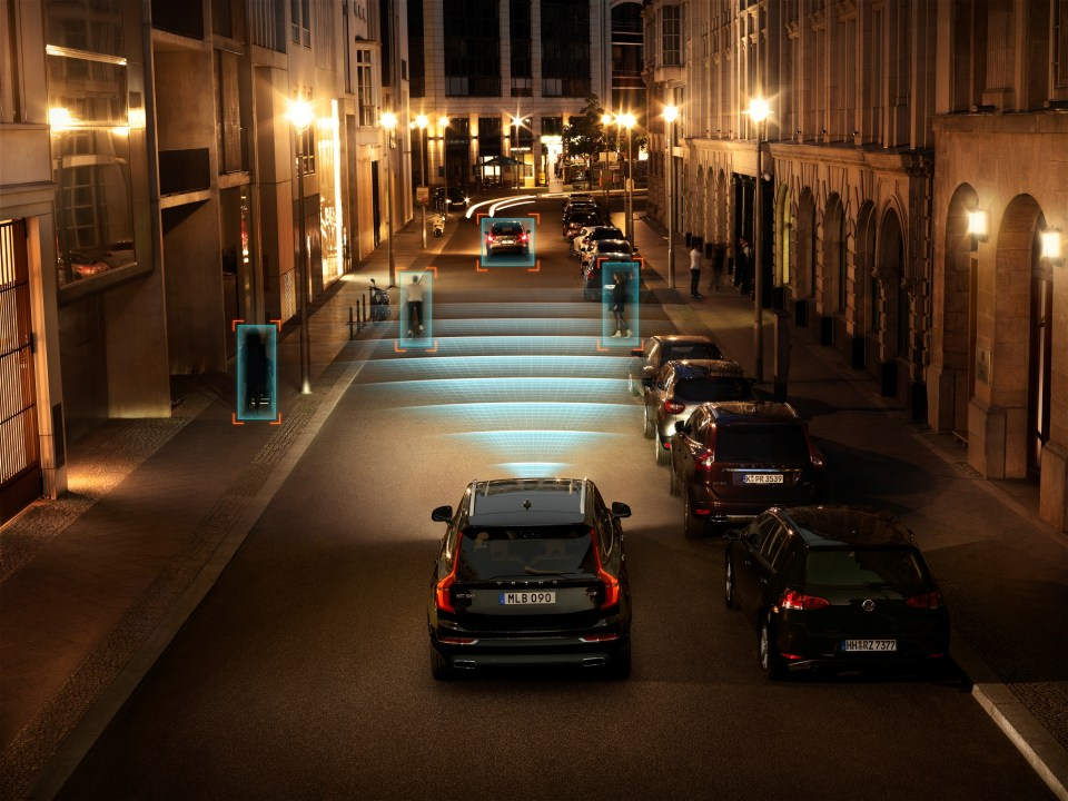 The all-new Volvo XC90 - City Safety in darkness