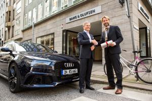 Bang&Olufsen_pic6 - shake hands Dr. Behne, Johannes Sch++ler HARMAN