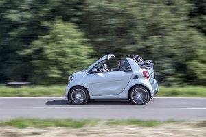 smart BRABUS fortwo cabrio;  Exterieur: caribbean blue  Xclusive