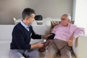 dottore-a-domicilio-anziano