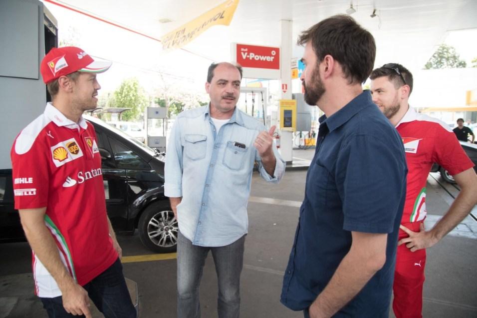 two_shell_customers_in_bra_il_chat_to_sebastian_vettel