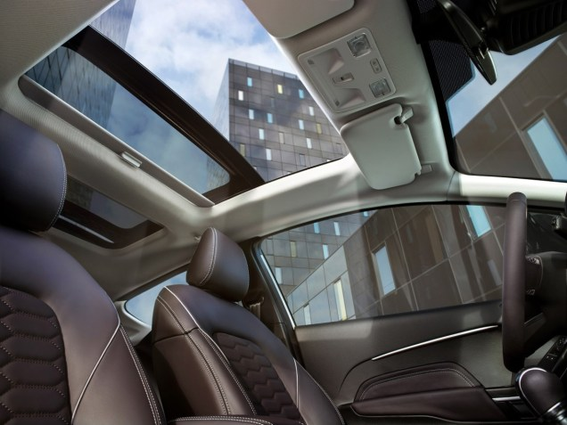 FORD_FIESTA2016_VIGNALE_PANORAMIC_ROOF_06-LOW
