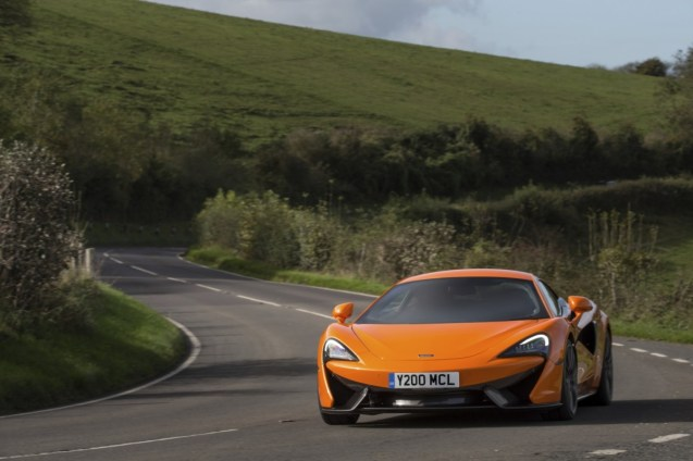 8585-McLaren+Winter+Tyres+271117_05