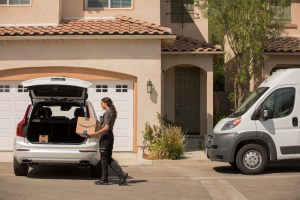 227706_Volvo_Cars_adds_in-car_delivery_by_Amazon_Key_to_its_expanding_range_of