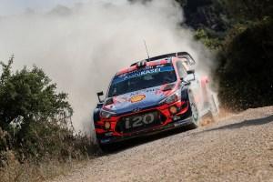 Gabriele_Tarquini_Hyundai_i20_Coupe_WRC (4)