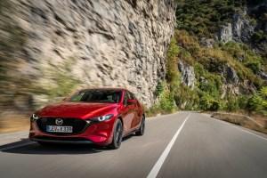 Mazda3_Skyactiv-X_dynamic_HB_soul_red_crystal-8