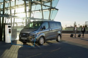 3 Ford Tourneo Custom Phev_2019