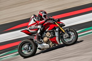 MY20_DUCATI_STREETFIGHTER V4 S_AMBIENCE_20_UC101641_High