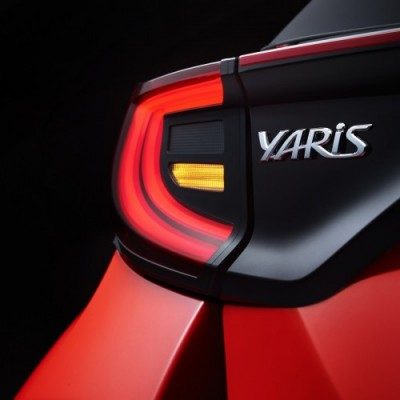 500_yarisbadge-v04-lights-534885