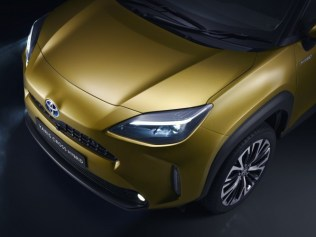 800_toyota-new-yaris-cross-front-detail