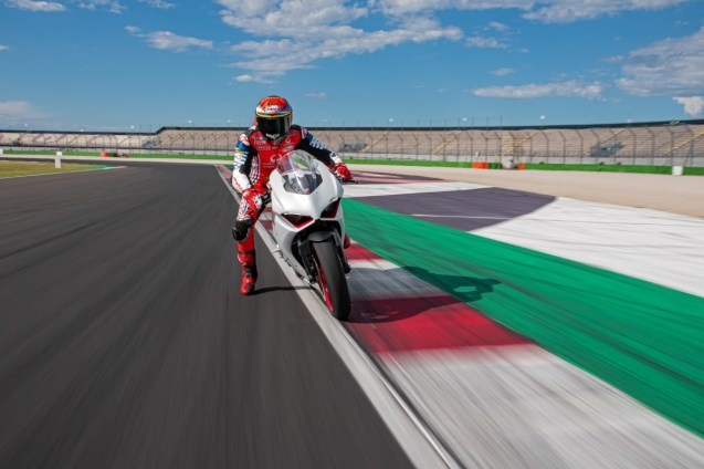 DUCATI_PANIGALE_V2_AMBIENCE _1__UC174104_High