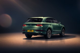 new-bentayga-alpine-green-8