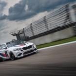 P90401251_highRes_the-bmw-m2-cs-racing