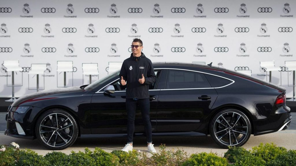 Audi consegna le nuove auto ai calciatori del Real Madrid FOTO e VIDEO