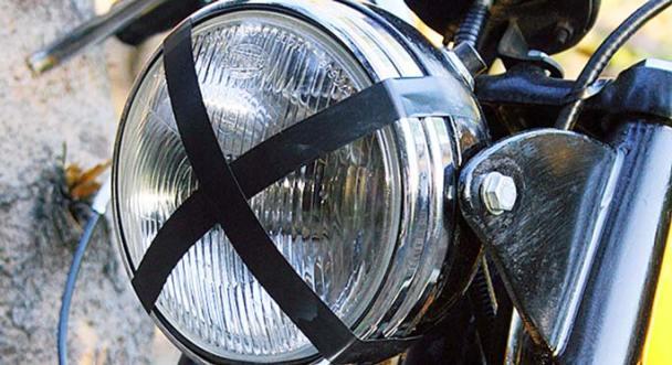 Ook de koplamp is voorzien voor het grove werk