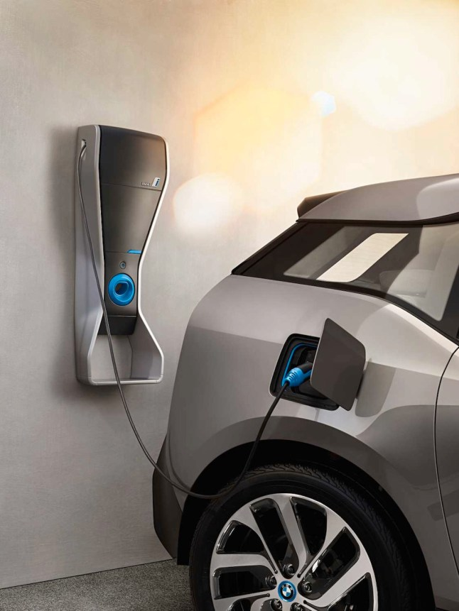 © BMW GROUP / BMW i3, Laden an der Wallbox (07/2013)
