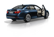 © BMW / BMW 730d Edition Exclusive, Exterieur Imperialblau. (05/2014)