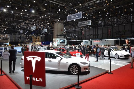 © MotorNews kw / 85. Auto-Salon Genf 2015 / Tesla Messestand