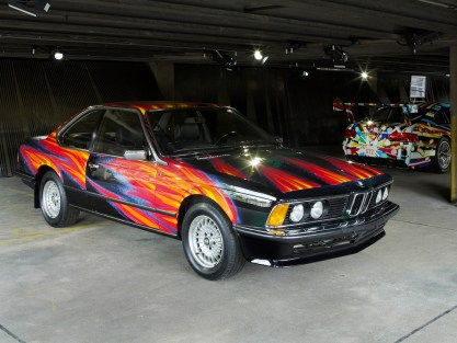 "© BMW AG / ""ART DRIVE! Die BMW Art Car Collection 1975-2010"" in London, 21. Juli – 4. August 2012. Von links: Ernst Fuchs, BMW Art Car, 1982 - BMW 635i CSi. Jeff Koons, BMW Art Car, 2010 - BMW M3 GT2"