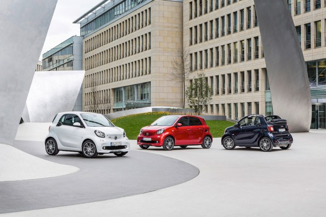 © Daimler AG / Neuer smart BRABUS / smart BRABUS fortwo coupé, 2016, white smart BRABUS forfour Xclusive, 2016, red smart BRABUS cabrio Xclusive, 2016, tailor made dark blue shiny