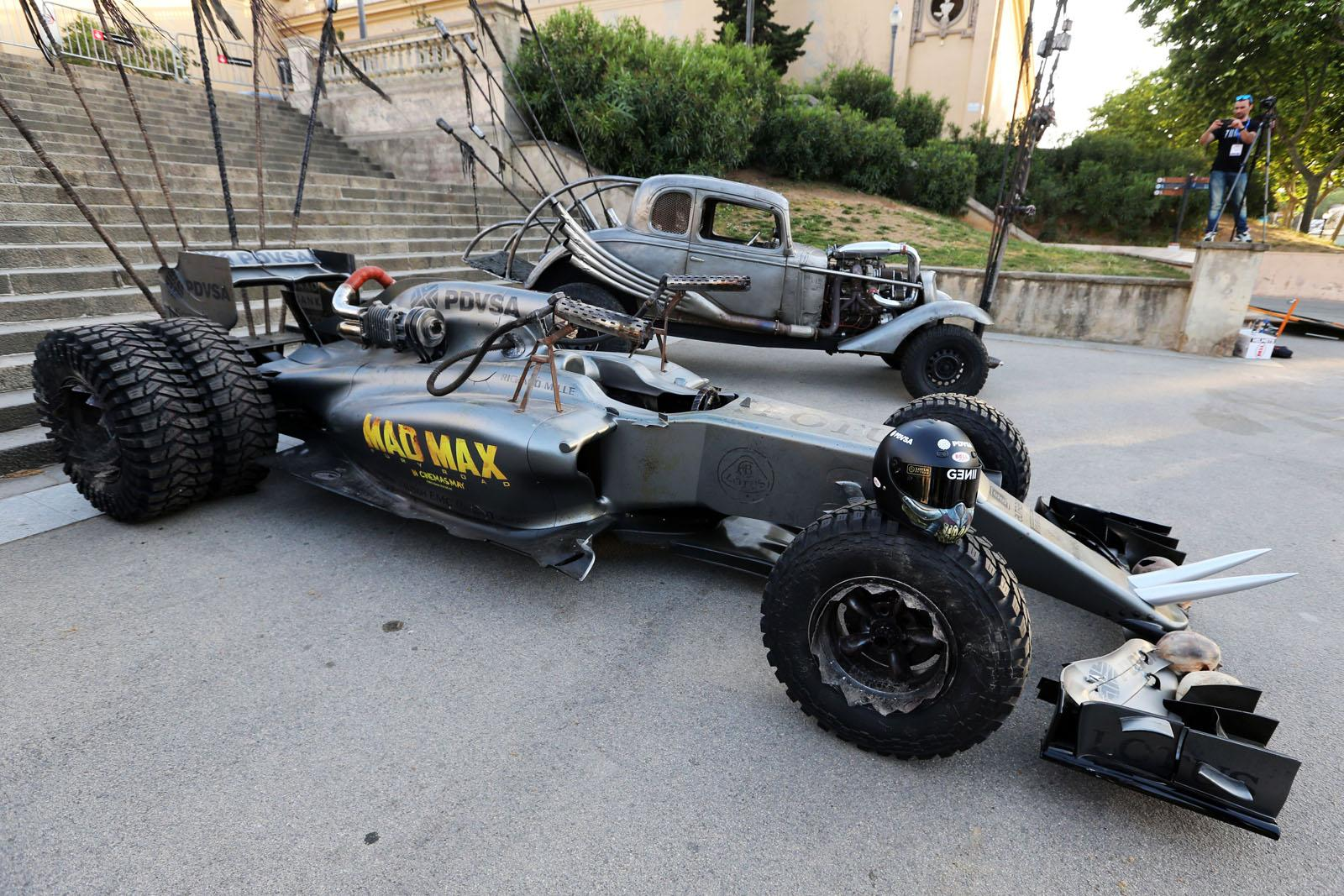 hight resolution of this flame throwing lotus f1 car is sure to resurrect the sport s dying fan base