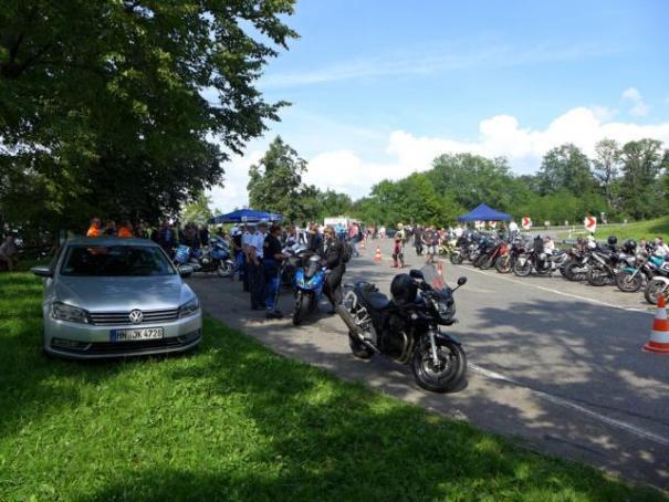 Viel besucht: Pressekonferenz zum Thema Motorradlärm auf der Platte.