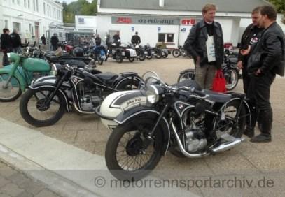 BMW-R35-Gespann von 1937 und eine EMW, wie sie nach dem Krieg in der DDR gebaut wurde