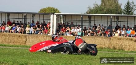 Ken Knapton und Enrico Roick siegten im Hauptrennen der Seitenwagen.
