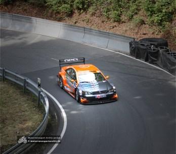 Klaus Hoffmann konnte im Opel-internen Duell mit Norbert Brenner den souveränen Sieg bei den Silhouetten-Tourenwagen herausfahren.