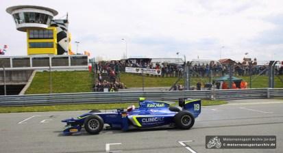 Sachsens Formel-1-Hoffnung Marvin KIrchhöfer unterhielt die Fans mit Demorunden.