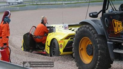 Auf dem Sachsenring enden Fahrfehler noch im Kiesbett...