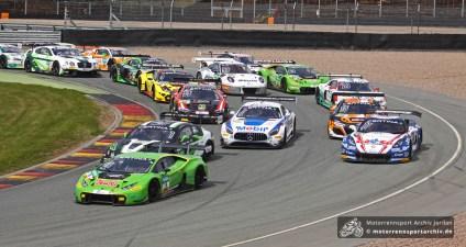31 Fahrzeuge nahmen den ersten Lauf der ADAC GT Masters auf.