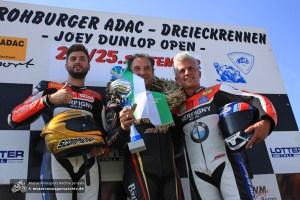 IRRC-Superbike-Meister Vincent Lonbois (links) mit Michael Rutter (Mitte) und Teamkollege Sebastien Le Grelle