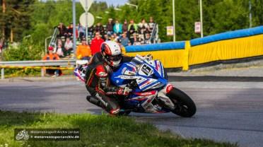 Michael Rutter siegte im ersten IRRC-Superbike-Rennen.