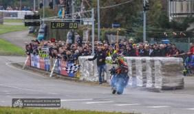 Didier Grams rettete sich im ersten IRRC Superbike-Lauf mit defektem Kühler über die Ziellinie.