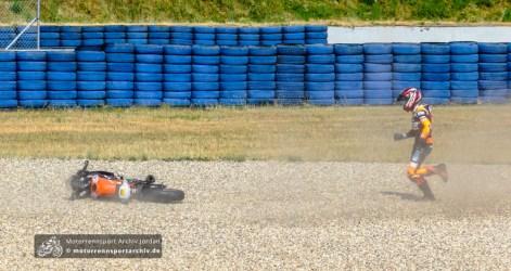 Aaron Schäfer schmeißt die KTM in der ersten Runde in das Kiesbett