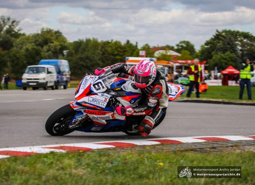 Frohburg-Debütant Davey Todd fuhr im OPEN-Superbike-Rennen gleich auf das Podest: Platz 2!