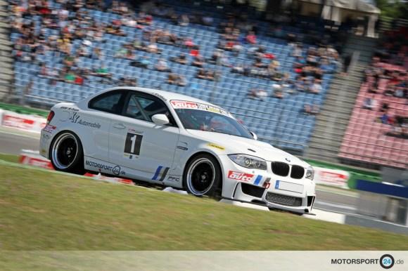 BMW 1M fährt auf dem Hockenheim Ring