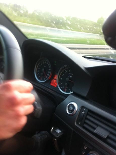 BMW M3 E92 auf der Autobahn bei sagenhaften 330 km/h