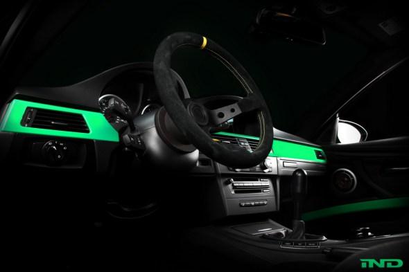 Nahaufnahme eines schwarzen OMP Rennsport Lenkrad für BMW M3 E92