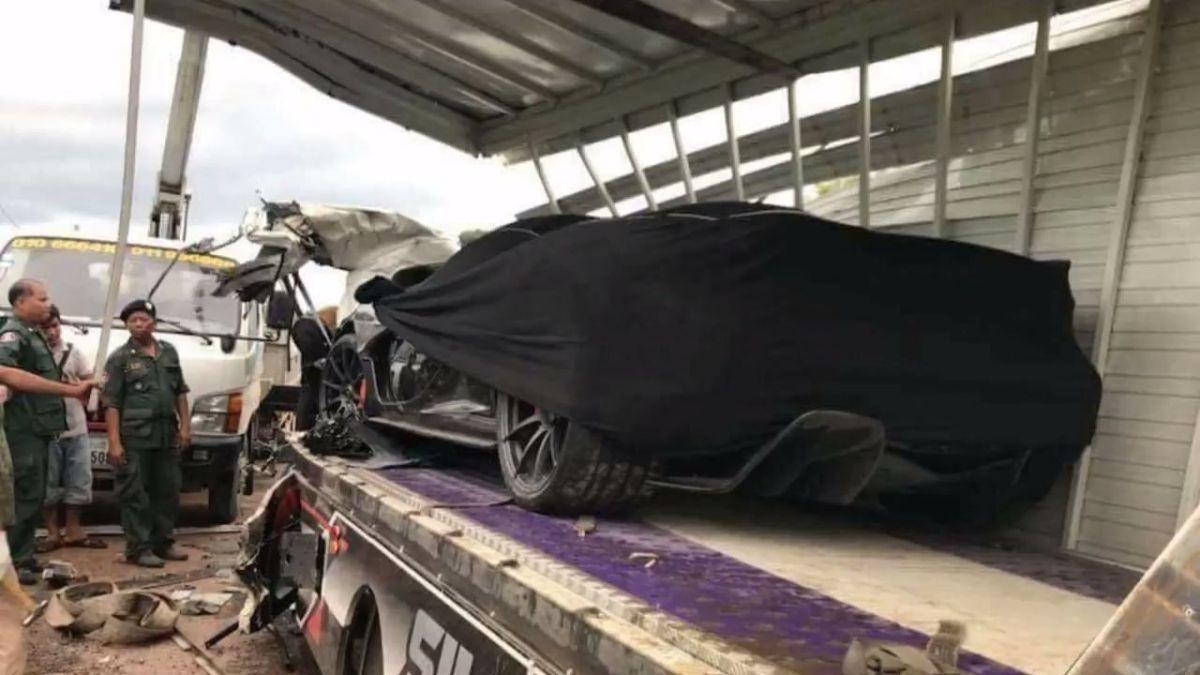 McLaren P1 destruido durante transporte em Camião