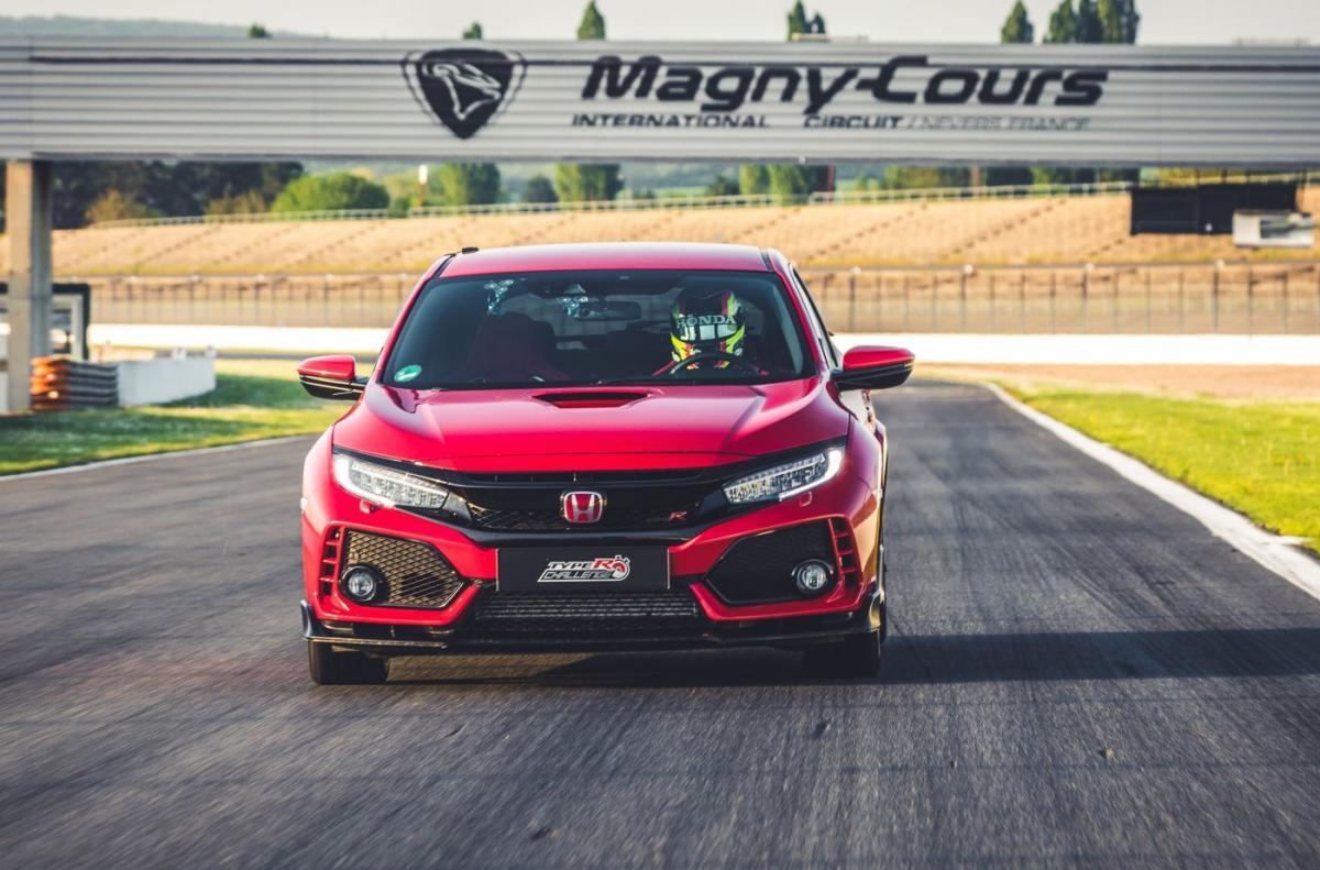 6 Gerações de Civic Type-R e uma pista...