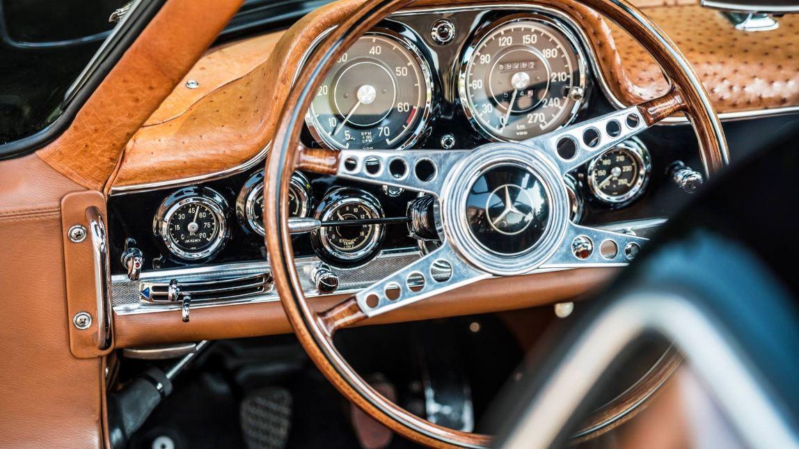 Um Dos Modelos Mais Famosos Por Parte Da Mercedes, é O 300SL Gullwing, Com  O Seu Design Bastante Aerodinâmico, Desportivo E Claro Está Com As Famosas  Portas ...