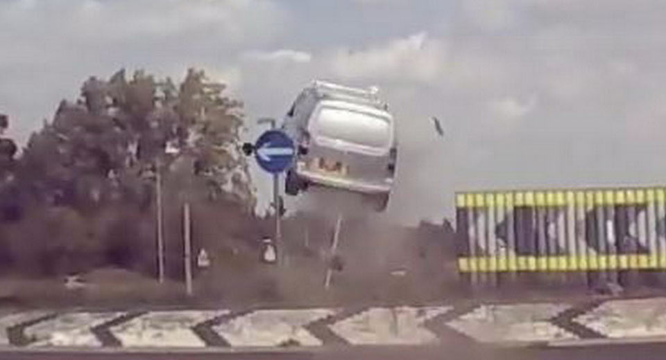 Quem disse que as carrinhas de trabalho não voam?