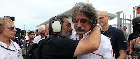 El padre de Marco Simoncelli llora la muerte de su hijo en Sepang