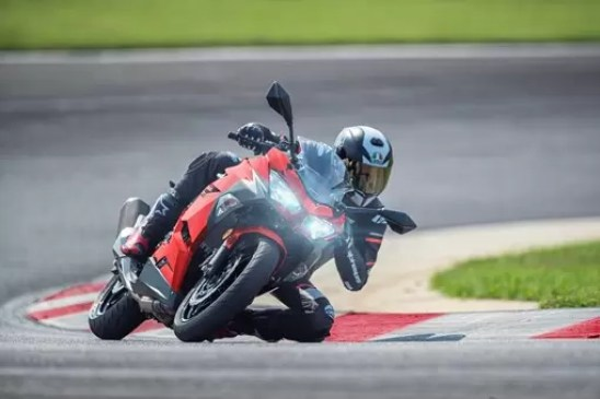 Kawasaki Ninja 400 ABS riding on race track