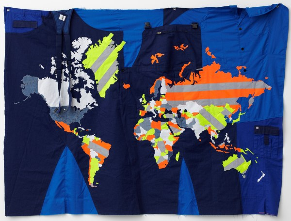 Jonathan Monk, The World In Workwear, 2011, Courtesy der Künstler und Galleri Nicolai Wallner, Kopenhagen, Privatsammlung, Belgien