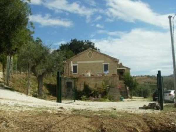 COUNTRY HOUSE FOR SALE IN ASCOLI PICENO PROVINCE LE
