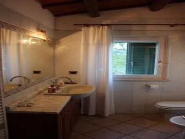 Farm house with land for sale in Castorano Ascoli Piceno